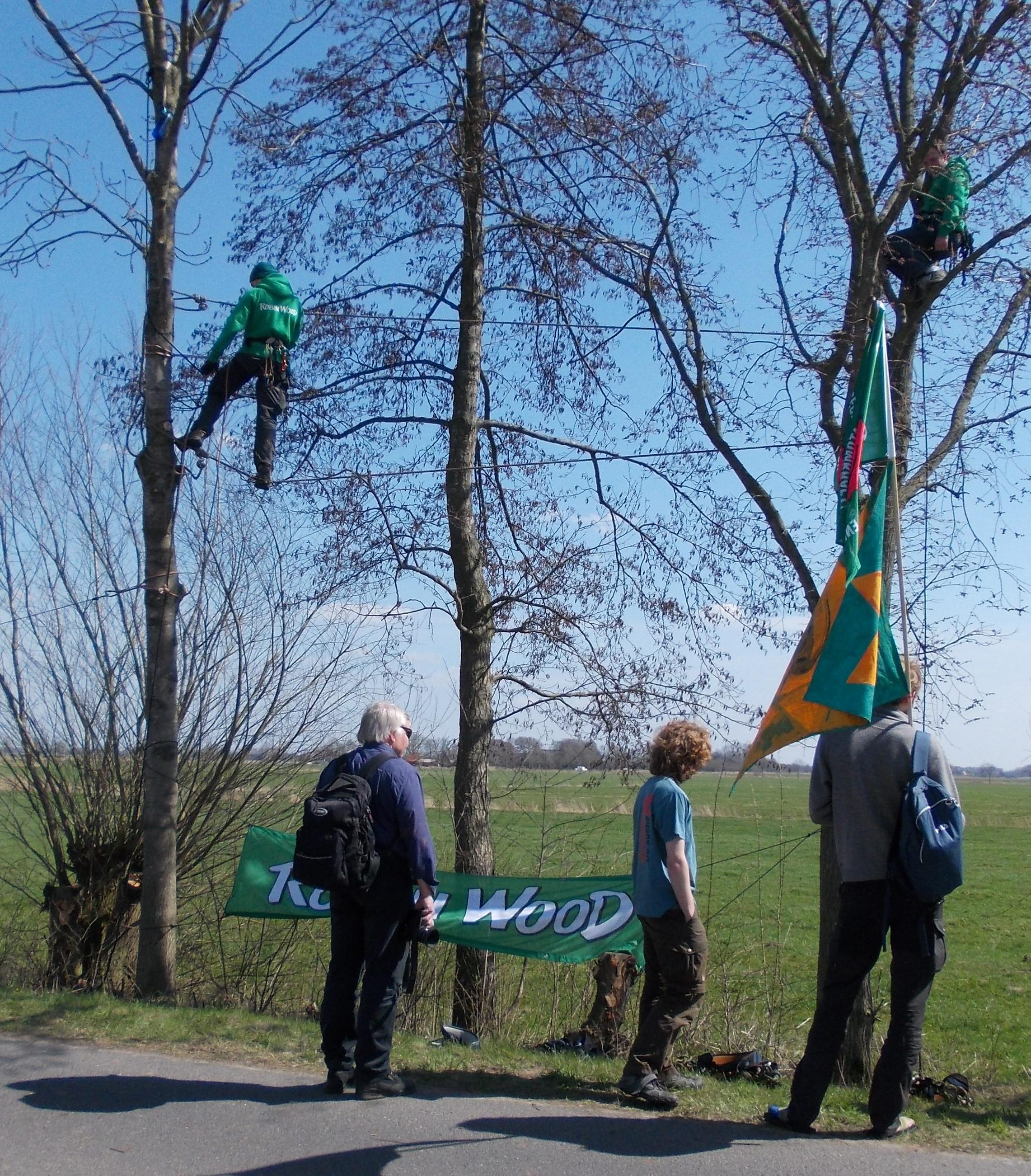 """""""Schupperklettern"""" bei der Protest- u. Kulturmeile am Akw Brokdorf 21.04.2013"""